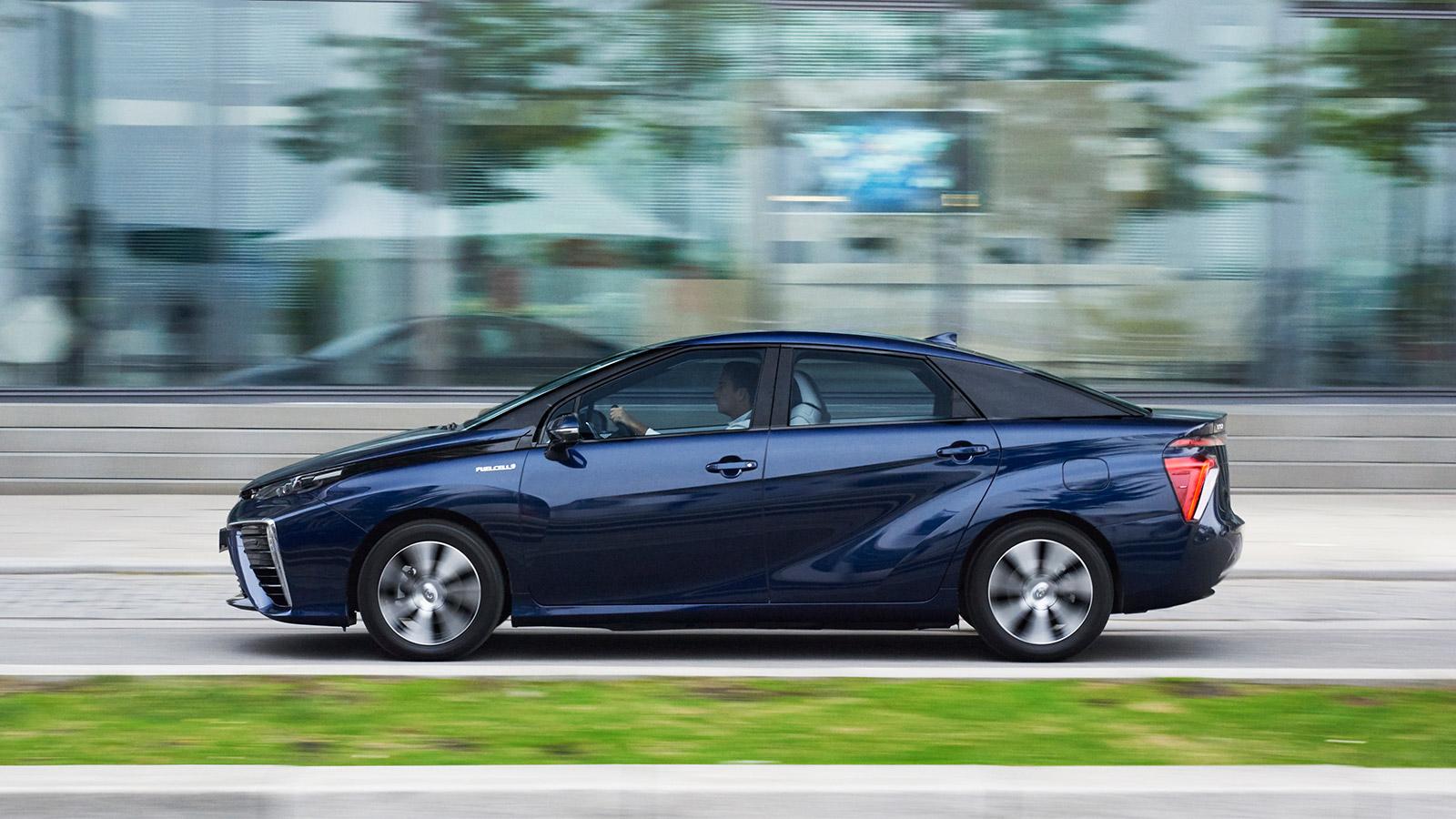 2019 - [Kia] Cerato / Forte / K3 Toyota-2015-world-of-toyota-new-mirai-the-facts-focus-image_tcm-18-567350