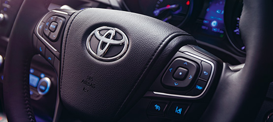 Toyota New Avensis, interior, steering wheel close up