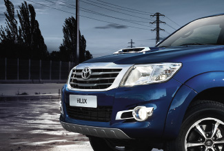 Hilux 4x4, Blue exterior, front side view, action shot, night shot