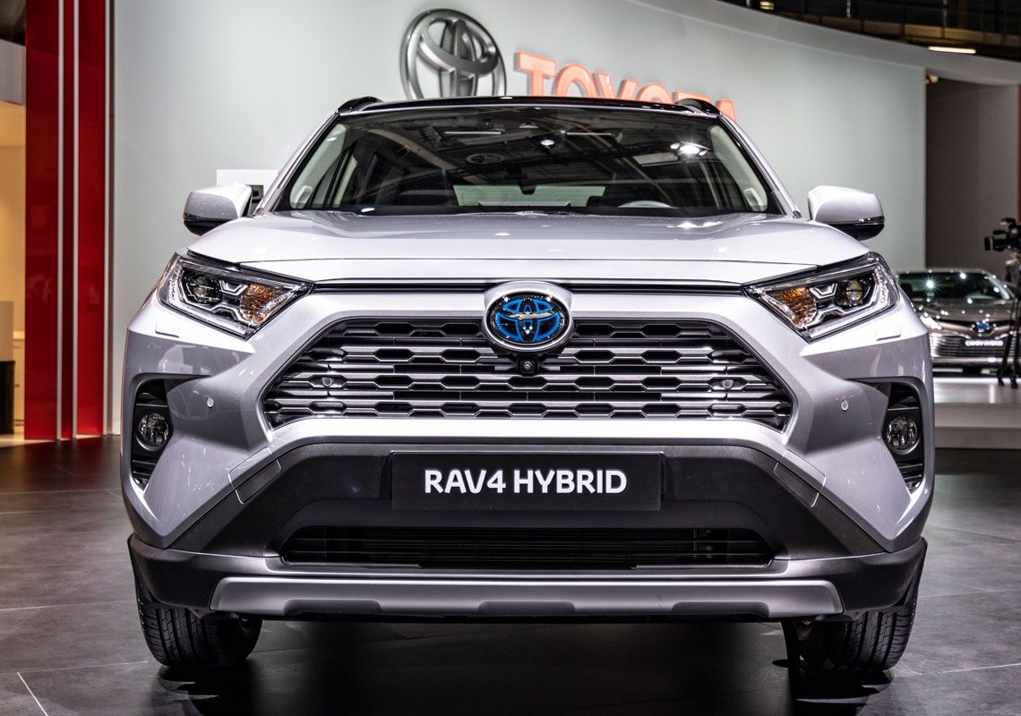 RAV4 2019 white black roof front